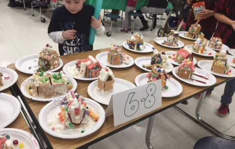 FTHS Hosts 3rd Annual Gingerbread House Party