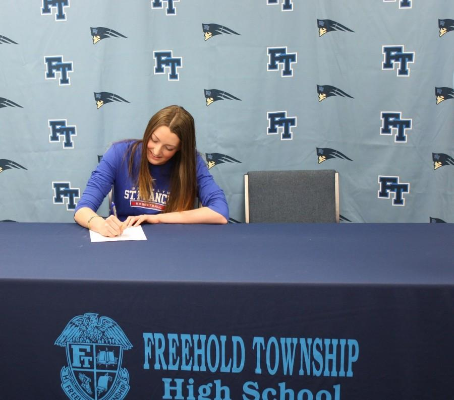 Tori+signing+her+commitment+with+St.+Francis