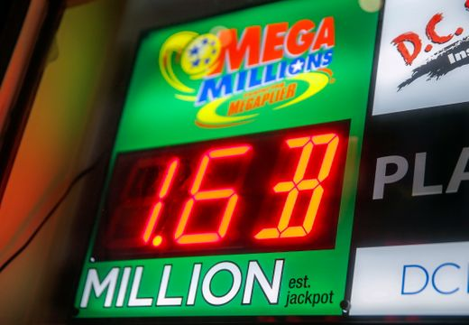 Humans of FTHS: What would you do if you won the $1.6 billion lottery?
