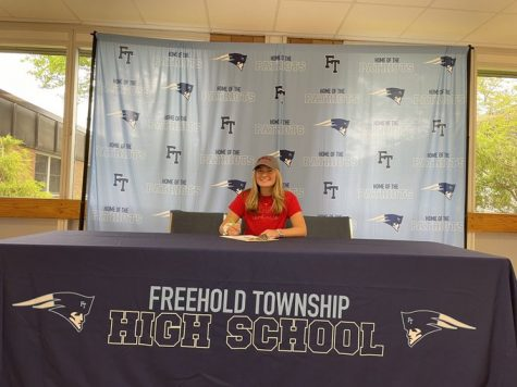 8 Athletes Commit to Playing College Sports